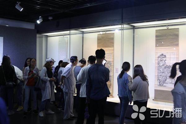转引力播:曹大铁王迅师生书画联展内江开幕